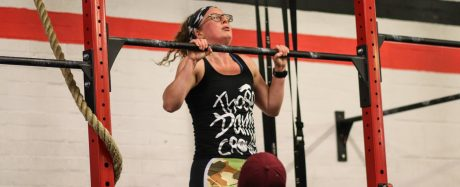Annie Joyce doing a pull-up